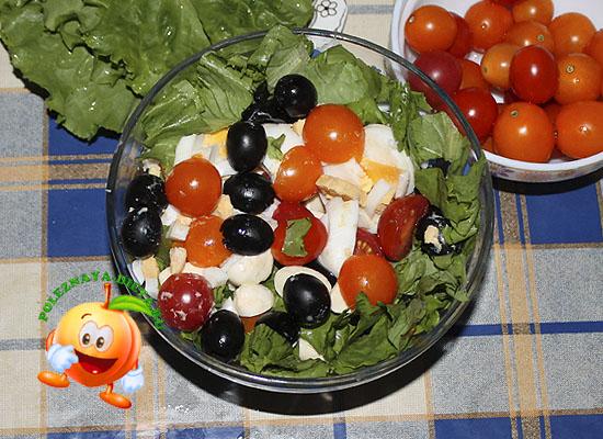 Диетический салат с оливками и моцареллой